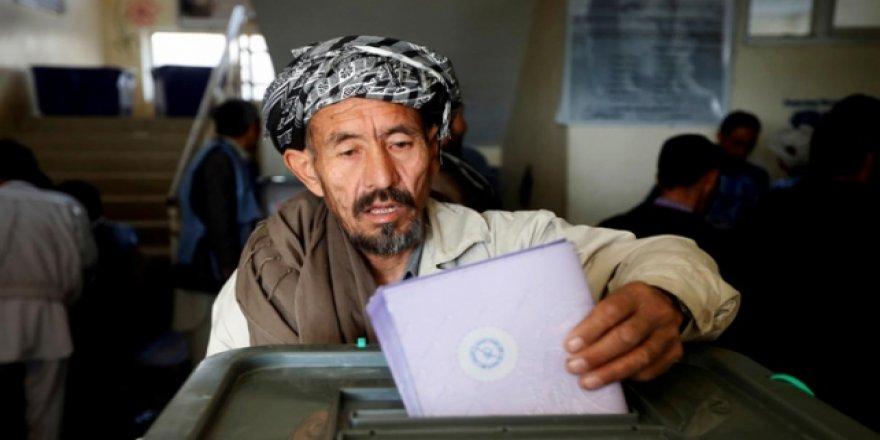 Afganistan'da seçim tartışması sürüyor