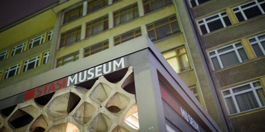 Almanya'da bir müze soygunu daha: Madalya ve mücevherler çalındı