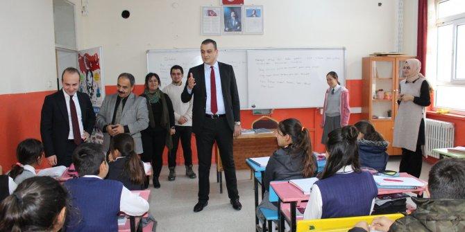 """Yunak'ta """"Türkçem Benim Ses Bayrağım"""" başlatıldı"""