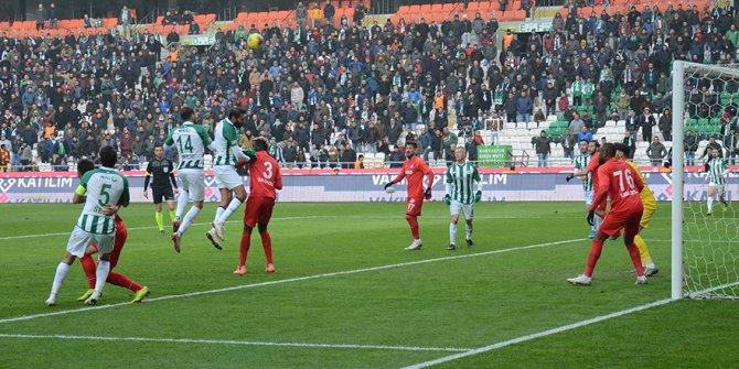 Konyaspor'da isabetsiz ortalar dikkat çekiyor