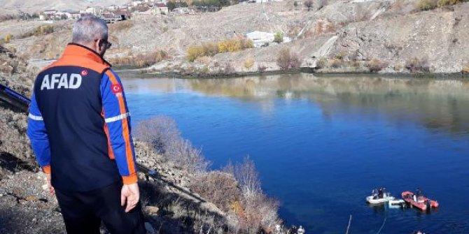 Fırat'a düşen kamyonetin sürücüsünün cesedi 13 gün sonra bulundu