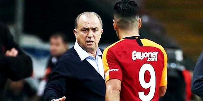 Galatasaray'da revizyon! 10 futbolcuyla yollar ayrılacak