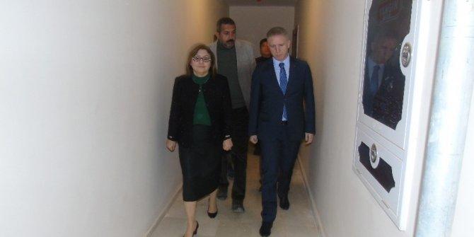 Vali Gül ve Belediye Başkanı Fatma Şahin TOKİ konutlarını gezdi