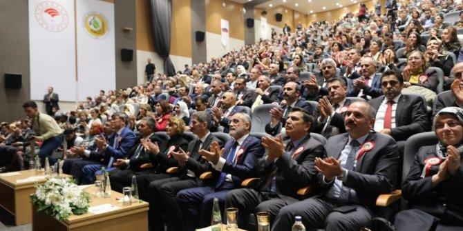 """Cumhurbaşkanı Başdanışmanı Topçu """"Çocuk Elçiler Projesi""""nin tanıtımına katıldı"""