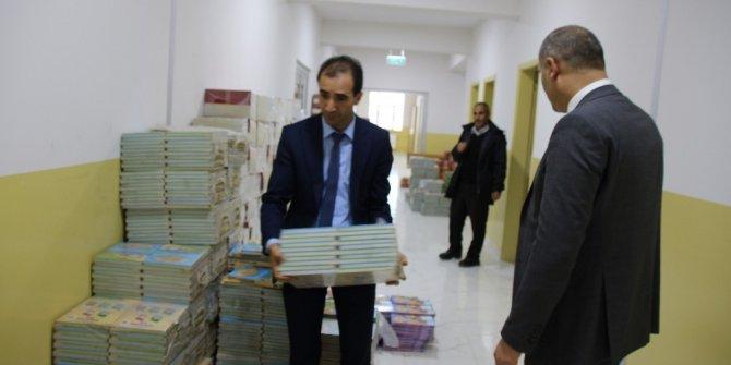 Varto'daki öğrencilere kitap yardımı