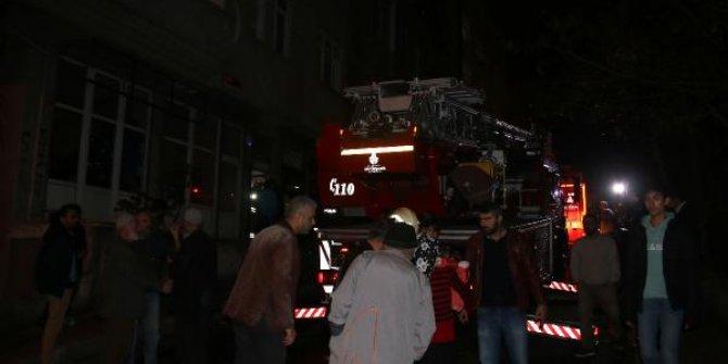 Kağıthanede yangın; anne ile 2 çocuğu kurtarıldı