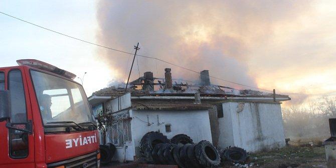 Konya'da oto lastik tamirhanesinde yangın çıktı
