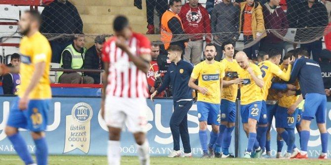 4 gollü maçta Antalyaspor 3 puandan oldu