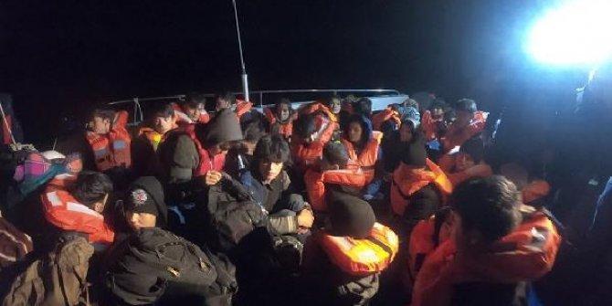 Balıkesir'de lastik botta 35kaçak göçmen yakalandı