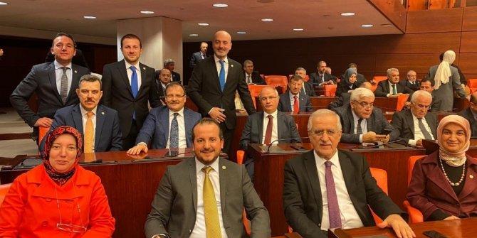 Ak Parti Bursa Milletvekillerinden bütçe pozu