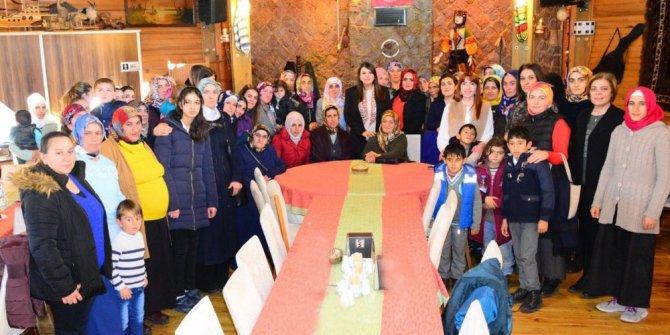 """Ardahan'da """"Gökkuşağıma Güneş Ol Projesi"""" kapsamında özel eğitimli çocukların aileleri yemekte buluştu"""