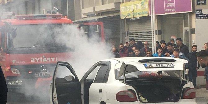 Turgutlu'da seyir halindeki otomobil alev aldı