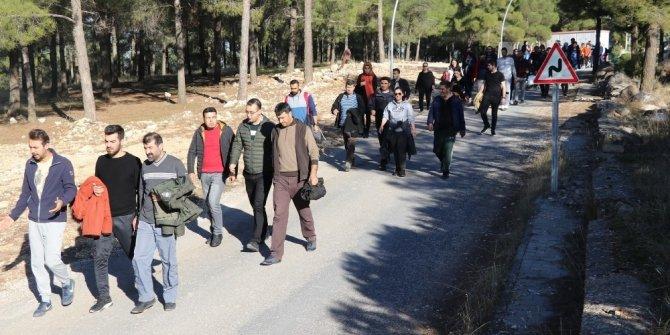 Karaköprü'de öğretmenler doğa ve sağlık için yürüdü