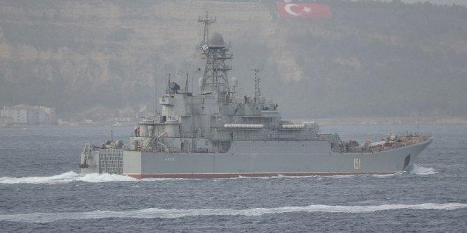 Rus savaş gemisi Azov Çanakkale Boğazı'ndan geçti