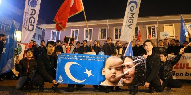 """Balıkesir'de Doğu Türkistan için """"Sessiz Çığlık"""" yürüyüşü"""