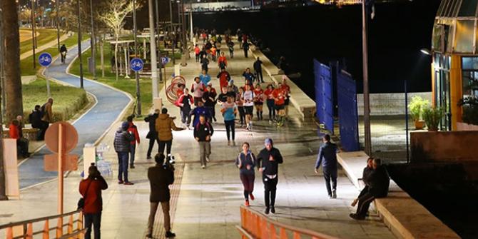 """İzmir'de """"en uzun gece"""" koşusu düzenlendi"""