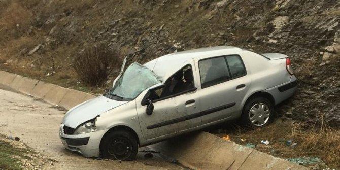 Kayganlaşan yol kazaya sebep oldu: 2 yaralı