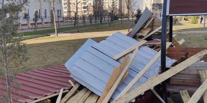 Kayseri'de lodos, çatıları uçurdu