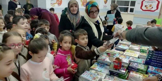 Okullarda kitap pazarı kuruldu
