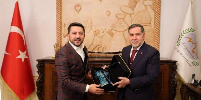Yerel Yönetimler Başkan Yardımcısı Zenbilci, Belediye Başkanı Arı'yı ziyaret etti