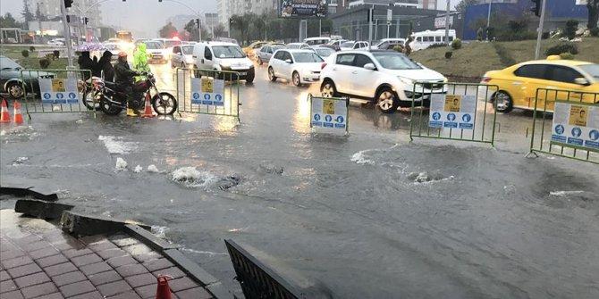 Adana'da şiddetli yağmur nedeniyle okullar tatil edildi