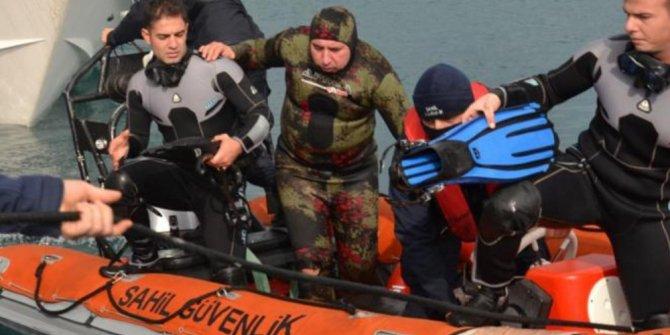 Fırtınada balık avına çıkan baba oğlu sahil güvenlik kurtardı