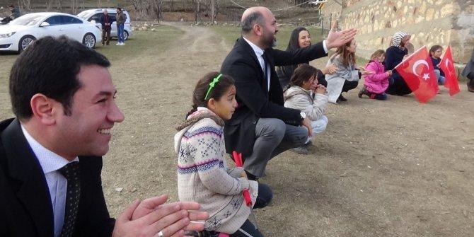 Başkan Davulcu, çocuklarla oyun oynayıp hediyeler dağıttı