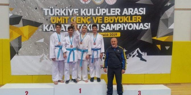 Şamiloğlu Türkiye üçüncüsü