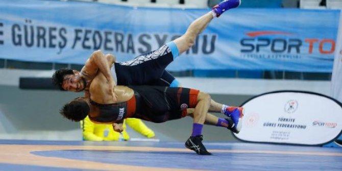Türkiye Grekoromen Güreş Şampiyonası'nda ilk şampiyonlar belli oldu