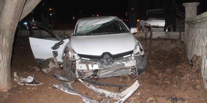 Elazığ'da otomobil bahçeye uçtu: 2 yaralı