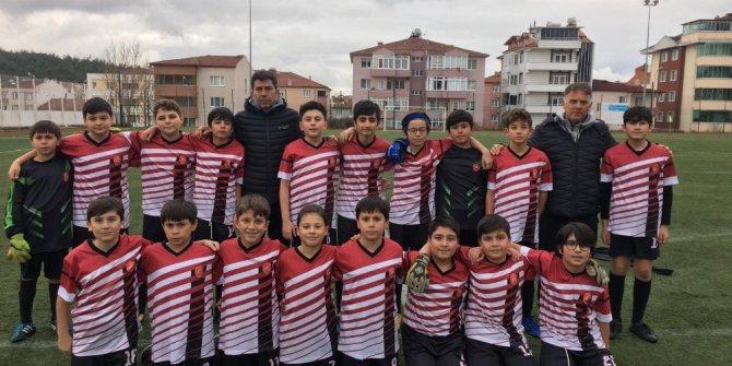 Küçükler Futbol İl Birincisi Edebali Ortaokulu oldu