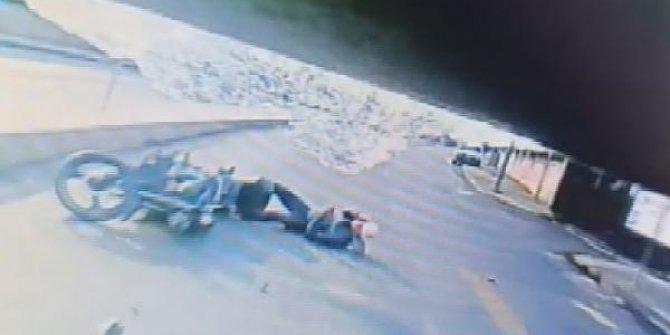 Arnavutköy'de motosiklet kazası kamerada