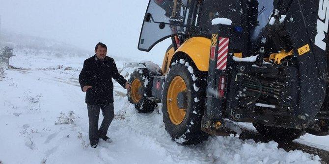 Ahırlı'da karla mücadele çalışmaları sürüyor