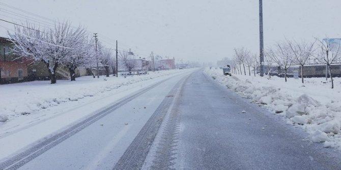 Yalıhüyük'te kar yağışı