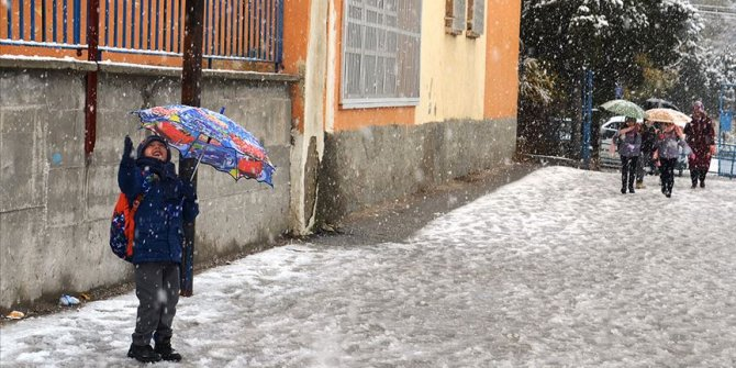 Mardin'in 7 ilçesinde eğitime kar engeli