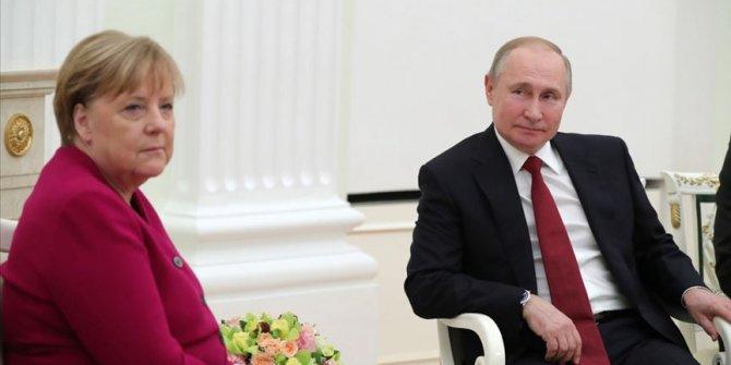 """Putin: """"Libya'da çatışan tarafların ateşkesi sağlayacağını umuyoruz"""""""