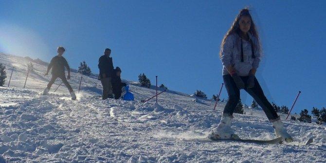 Bozdağ Kayak Merkezine ilgi artıyor