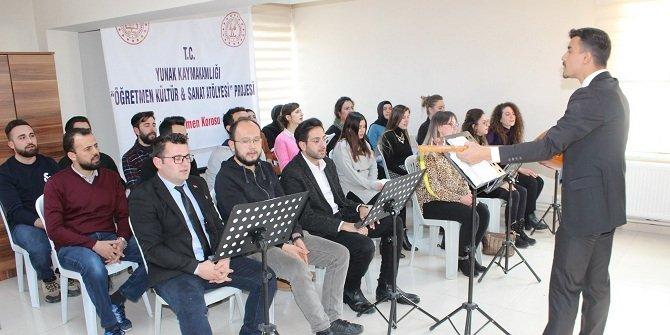Yunak'ta öğretmenlerden oluşan müzik korosu kuruldu