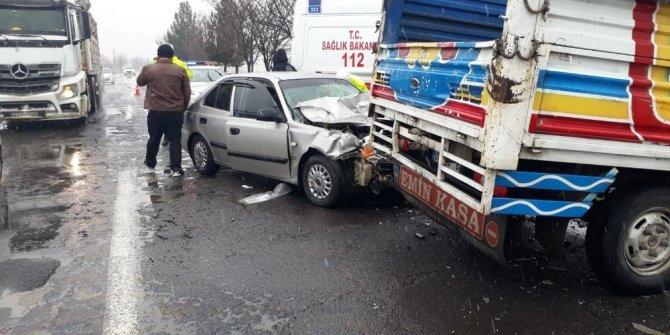 Kayganlaşan zemin kazaya neden oldu: 2 yaralı