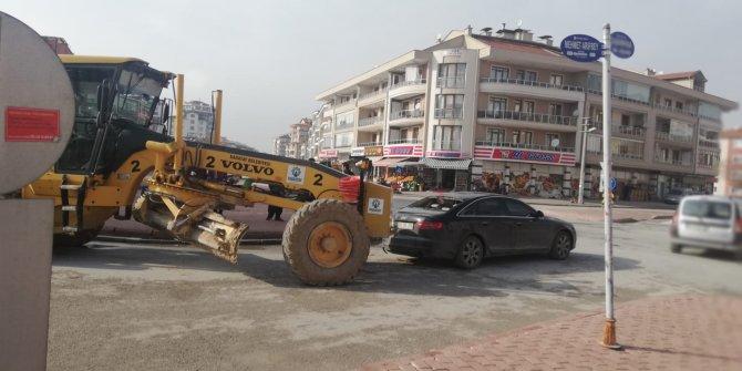 Karatay Belediyesi iş makinası özel araca çarptı