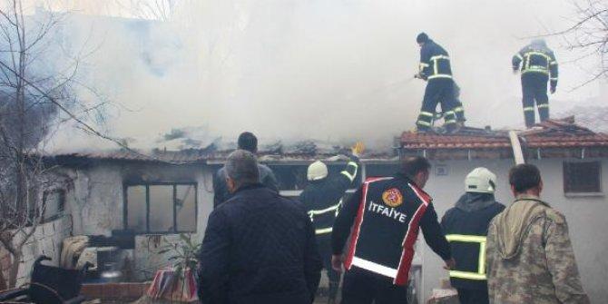Gelibolu'da ev yangını korkuttu