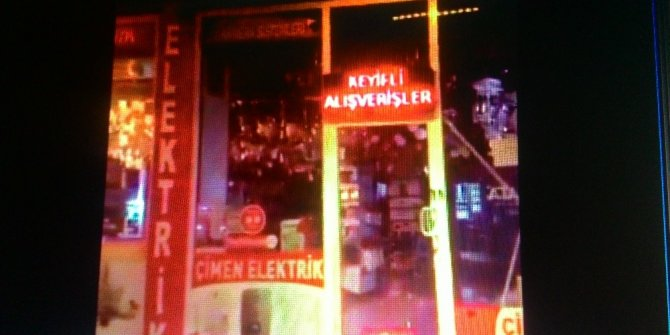 Malatya'da deprem anında bir iş yerindeki avizeler böyle görüntülendi
