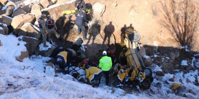 Ticari taksi şarampole uçtu: 1 ölü, 2 yaralı