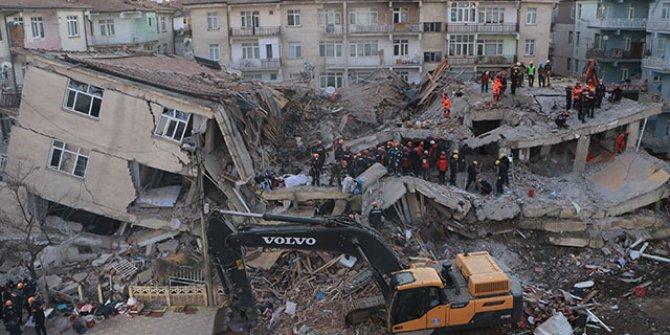 AFAD: Depremde 29 kişi hayatını kaybetti, 1466 kişi yaralandı