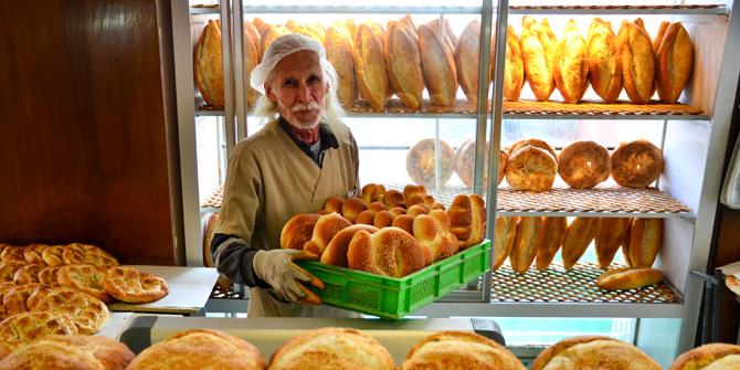 Taş fırın ekmeği ustalarının zorlu gece mesaisi