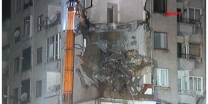 Elazığ'da çökme tehlikesi olan 7 katlı bina yıkılıyor