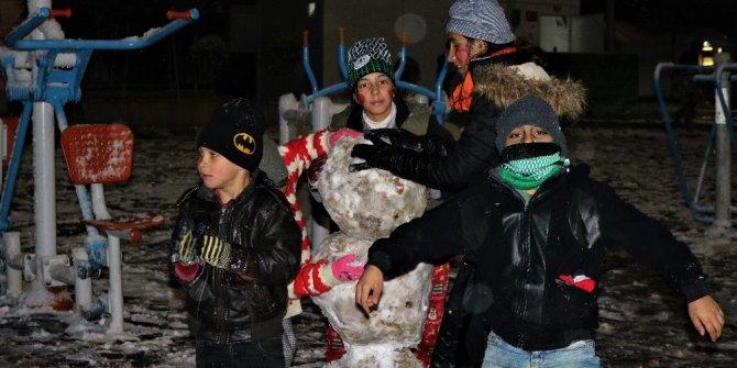 Depremzede çocuklar karın tadını çıkardı