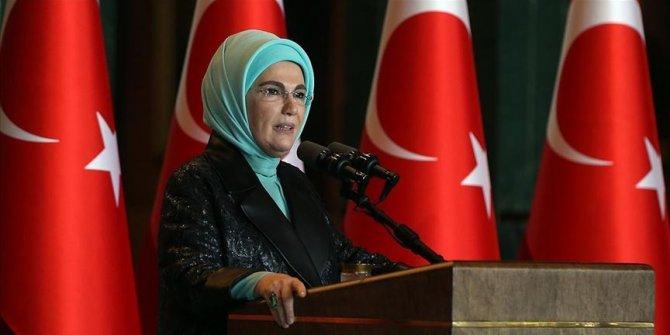 """Emine Erdoğan'dan """"dayanışma"""" mesajı"""