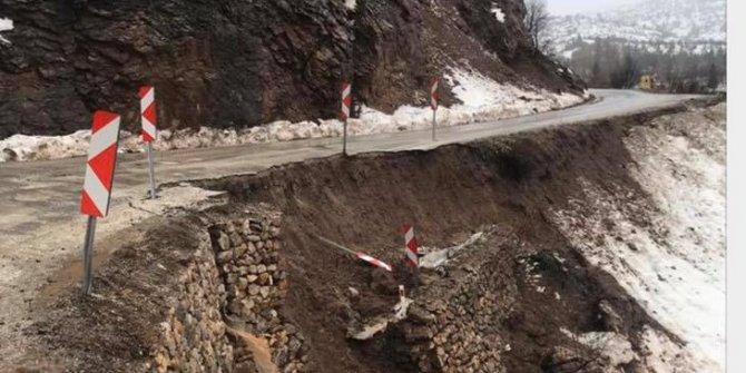 Bozkır ve Hadim arasındaki kara yolunda toprak kayması