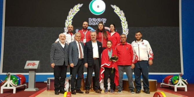 Milli halterci Şaziye Erdoğan, Özbekistan'da şampiyon oldu